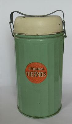 Bild: Original Thermos der Thermos Aktien AG zum Aufbewahren von Speisen,  ca. 1910