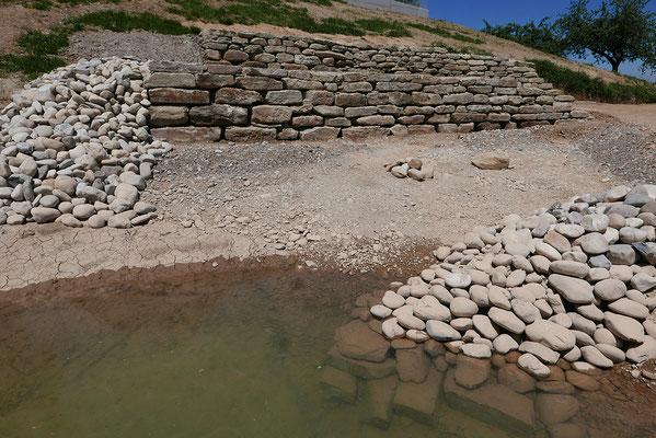 Steinhaufen und Trockensteinmauern