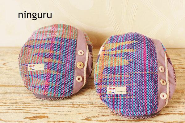 紫の美しい手織生地。ギザギザとしたデザインが素敵!