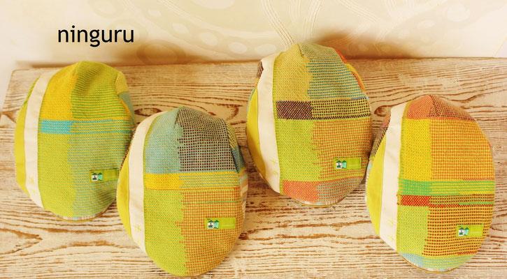 レモンイエローとメロン色の爽やかなハンチング。