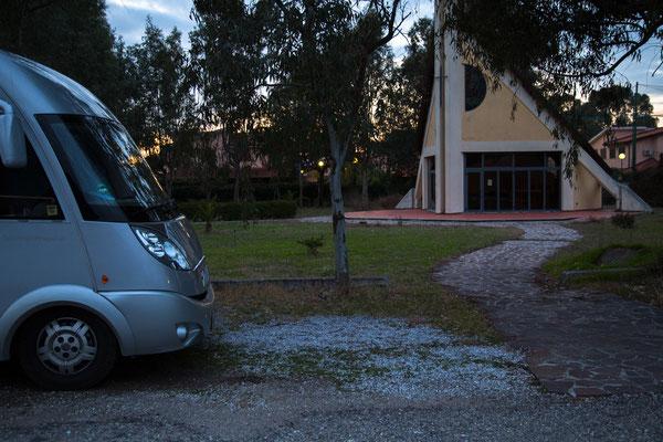 Übernachtungsplatz an der SS 18 bei Pizzo im Schutze einer Kapelle