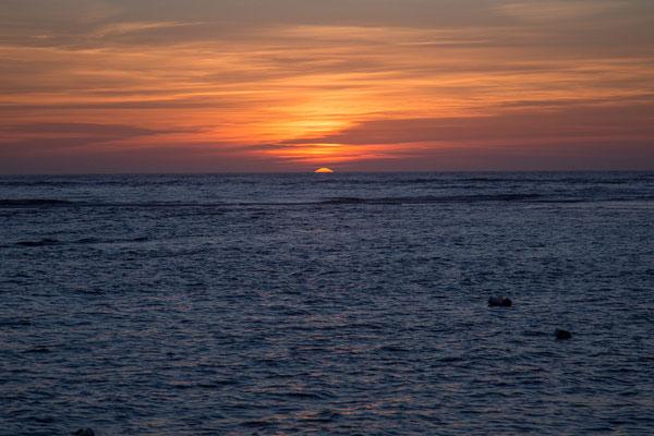 Es löscht das Meer die Sonne aus ...........