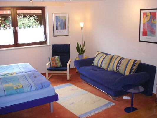 Ihr Schlafzimmer mit Doppelbett und Schlafcouch