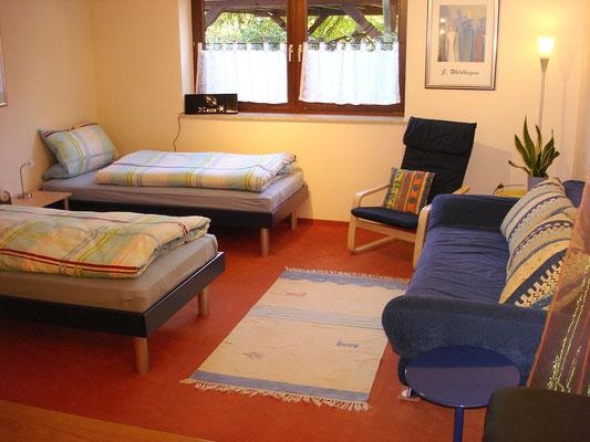 Ihr Schlafzimmer mit zwei Einzelbetten und Schlafcouch