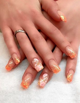 Gold sparkling French Nails mit Ombré Effekt
