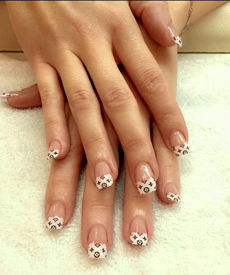 Gemusterte French Nails