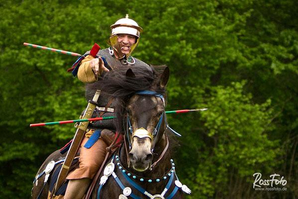 RossFoto Pferdefotografie Dana Krimmling Wanderreiten Westernreiten Freiberger Pferde Viehtrieb Ritterspiele Ritter Stunt Feuer show Stuntreiter Römische Kavallerie