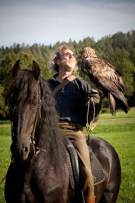 RossFoto Dana Krimmling Pferdefotografie Fotografien vom Wanderreiten Theo Blaickner Steinadler Beizjagd Falkner