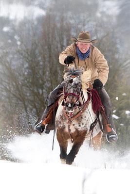 RossFoto Pferdefotografie Dana Krimmling Wanderreiten Westernreiten Freiberger Pferde Viehtrieb Reiten im Schnee