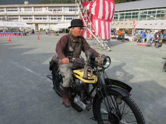 110年前のバイク、、、、走ります。