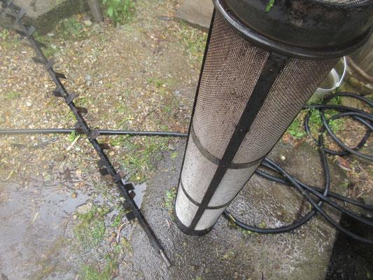 蒸し機の円筒を取り外して洗います。
