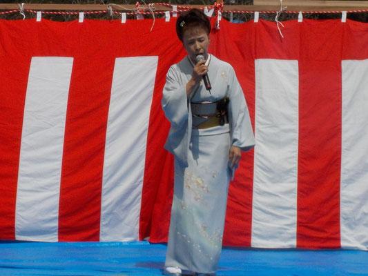 島 育子 歌謡ショー 井伊直親に因んだ新曲「青葉の笛」を披露。