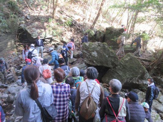 「樽沢の滝」から三番目の「雨乞い渕」へ、、、。