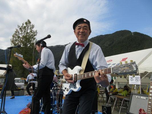 おなじみ「ビートタイム」6人組の昭和歌謡。
