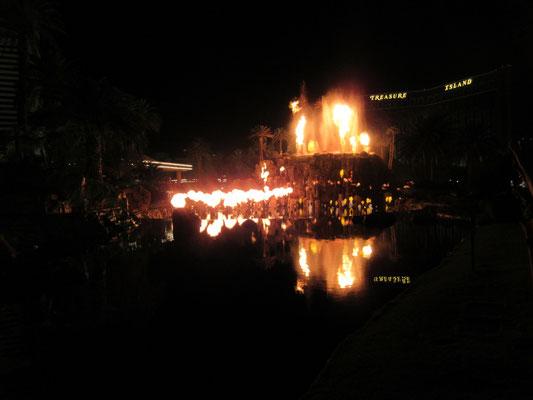 火山ショーは夜一回しか観れなかった。