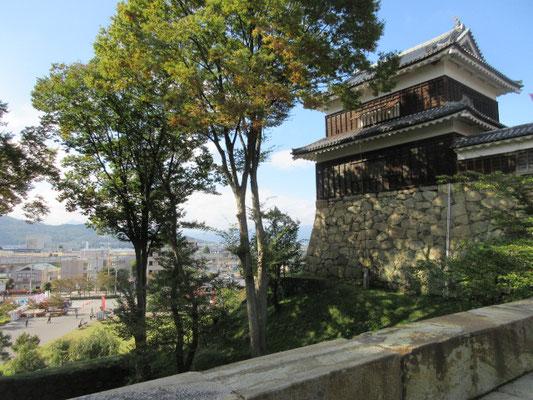 西櫓は上田城で最も古い建造物とのことです。