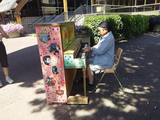 道端のピアノ