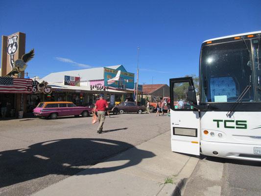 観光バスが次から次へ、、、、。