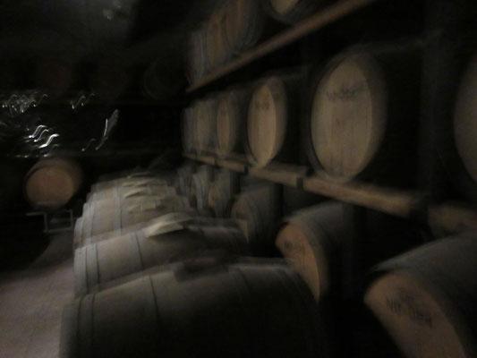 少量生産の高級ワインは一樽、、、250万円分、、、とか。