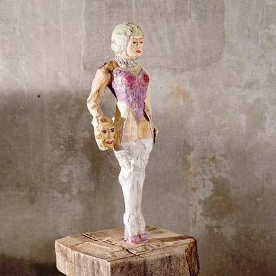 arte figura | Ventia (Holzfigur) | Lindenholz aus einem Block gefertigt, 90 cm hoch inkl. Sockel
