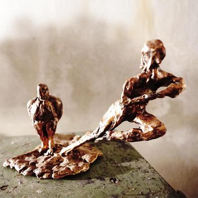 arte figura | Fuga (Bronzefigur) | Bronze, 18 x 23 cm