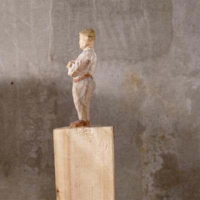 arte figura | Kirt (Holzfigur)| Lindenholz aus einem Block gefertigt, 65 cm hoch inkl. Sockel