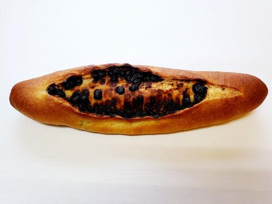 チョコがあふれるフランスパン
