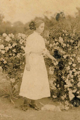 Jewel May Elliott about age 16, c. 1913 (possibly wedding day photographs)