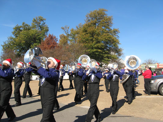 Mt. Vernon Band plays in Christmas Parade 2015