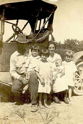 Sam and Addie Chesshir Stanley with children by car, 1923, Hagansport community. Children, left to right: Ruby, Dollie, Durwin, Lunell