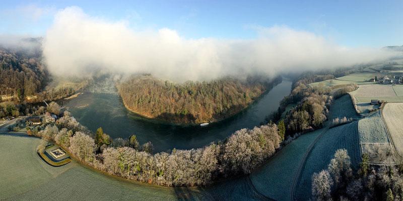 Winterszenerie: Nebelwand über dem Buchberg