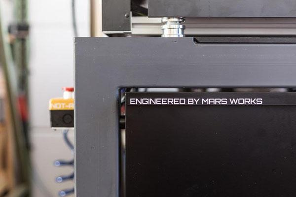 CNC-Fräse mit integrierter Spänewanne und sandgefülltem Metallgestell