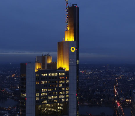 Frankfurt - Commerzbank-Tower by Ralf Mayer