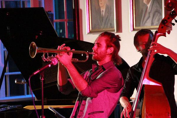 Jazz ist für Jung und Alt: zum Genießen oder Tanzen. Die All Jazz Ambassadors aus Graz geben ihrer Veranstaltung den passenden musikalischen Rahmen.
