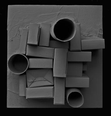 METROPOLI 4 - 2005 - imballaggi di recupero, resina -26x24x23