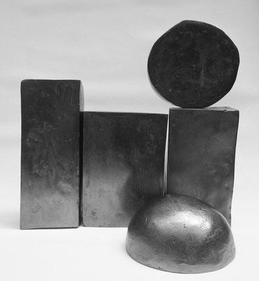 CERCANDO IL RITMO DEL MARE - 2016 - resine, grafite - 25x25x50 (variabile)