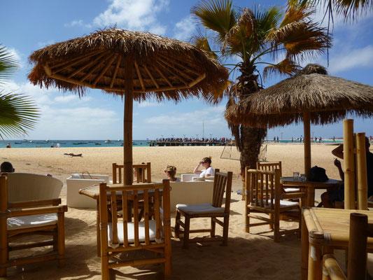 Bar Palm Beach. Santa Maria. Kapverdische Inseln. (C) Bubig & Neumann Kreativ-Verlag GbR.