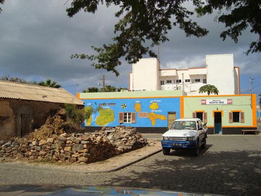 Palmeira`s typische bunte Häuser. (C) Bubig & Neumann Kreativ-Verlag GbR.