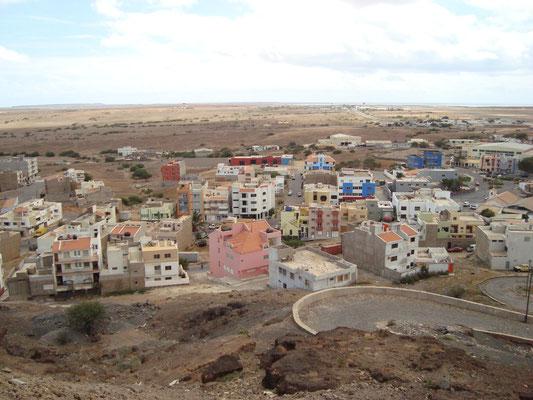Blick von oben auf die Inselhauptstadt Espargos. (C) Bubig & Neumann Kreativ-Verlag GbR.