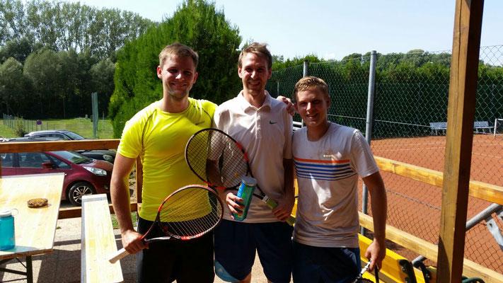 In der Mitte der diesjährige Sieger Julian Hübl, links Nr. 2 Marvin Hanke und ganz rechts Nr. 3 Patrick Strobl