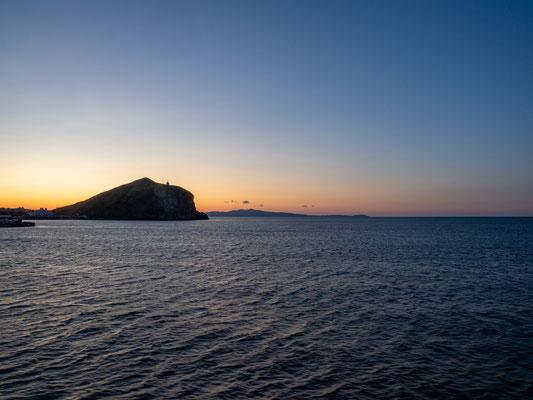 夕焼けの利尻島ペシ岬