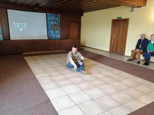 Martin filmt im Ring damit das Geschehen auch auf der Leinwand beobachtet werden kann