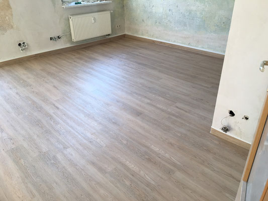 Fußbodenbelag NEU (Holzoptik) - Design-Belag