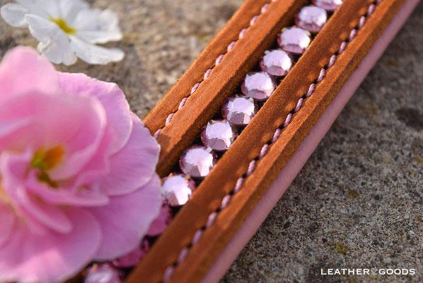 Hundehalsband FLASH ME: Fettleder in Cognac, Nappaleder in Rosa, Naht in Rosa, SWAROVSKI ® Steine in Light Rose