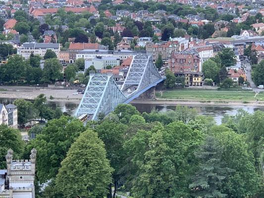 Blaues Wunder ist der inoffizielle Name der Loschwitzer Brücke