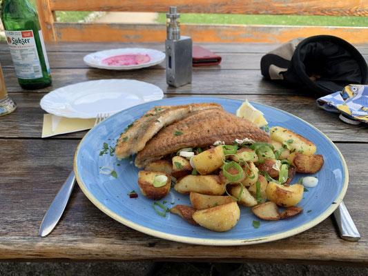 Barsch und Zander Filet auf Bratkartoffeln