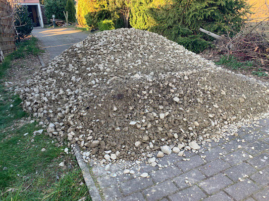 fast 4 Tonnen Schotter