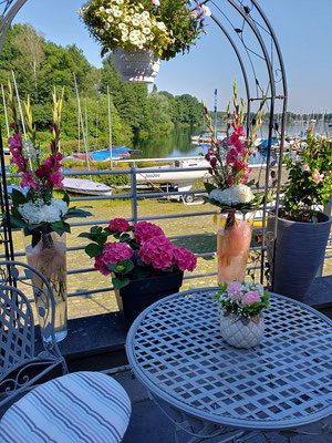 Blumenschmuck für eine angenehme Atmosphäre