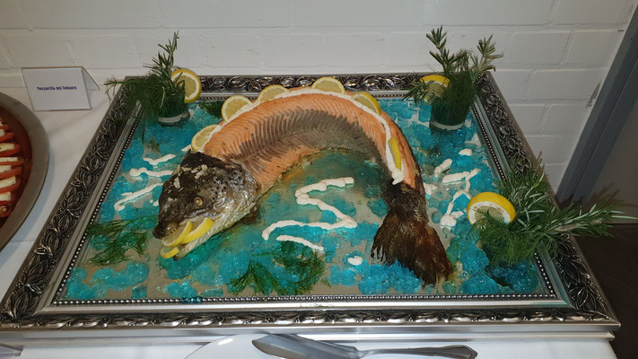 Geräucherter Fisch am Stück