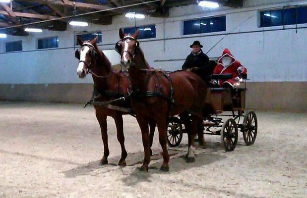 Der Nikolaus in der Kutsche von Andras Hocke mit Anna Carina und Athina